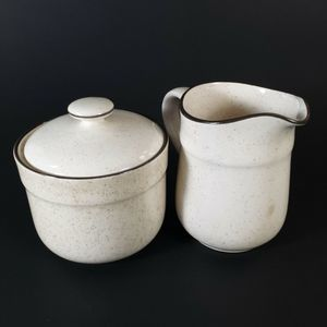 Arklow sugar bowl & lid and creamer